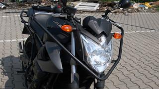 Widok z przodu na Yamaha XJ6
