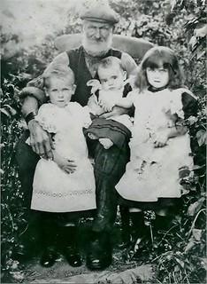 Thomas Williams & grandchildren William, Annie and Ethel James
