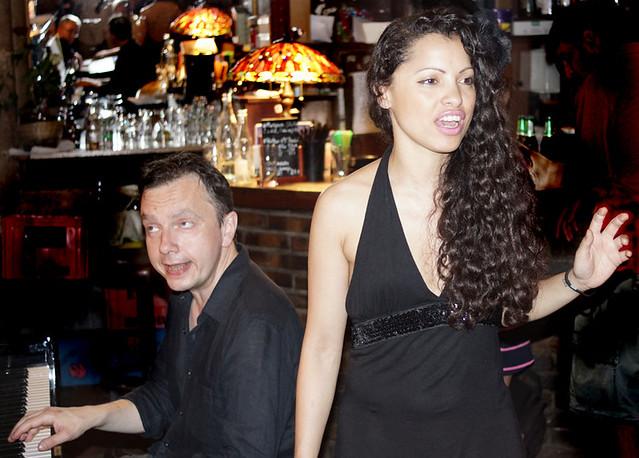 a-singer-pianist-trois-m-paris-201304637