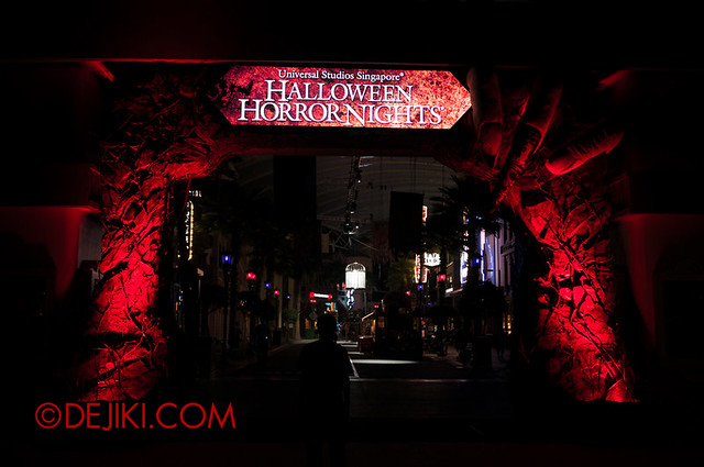 HHN3 Preview Photos - Gateway Arch in red