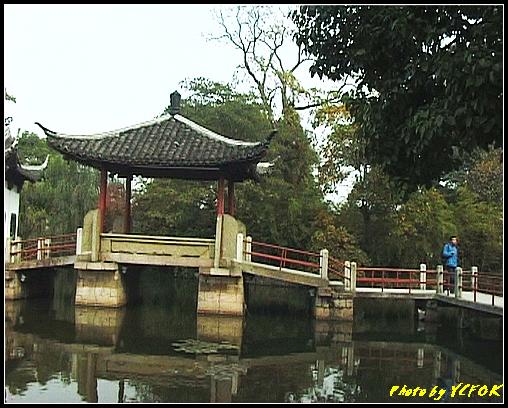 杭州 西湖 (其他景點) - 429 (西湖小瀛洲 上的亭台樓閣 用三種字體寫出 亭亭亭的亭)