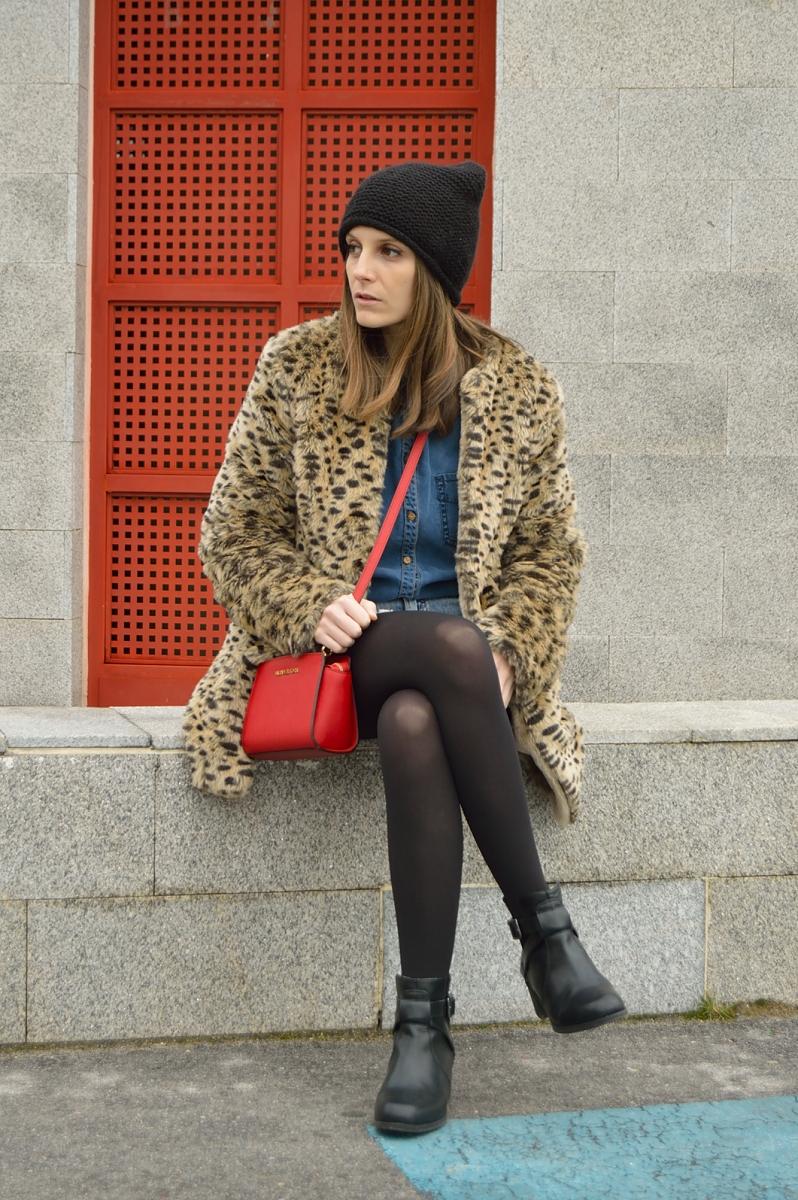 lara-vazquez-madlula-blog-leopard-coat-red-bag-denim-outfit