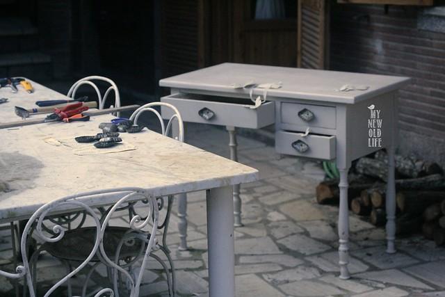 scrivania shabby e pomelli creati da vecchie tartellette
