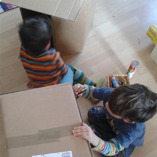 ...während die jungs radios bauen. #12v12