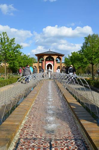 Berlin Cherry Blossom Festival Kirschbluetenfest Gaertens der Welt Erholungspark Marzahn_oriental garden fountains