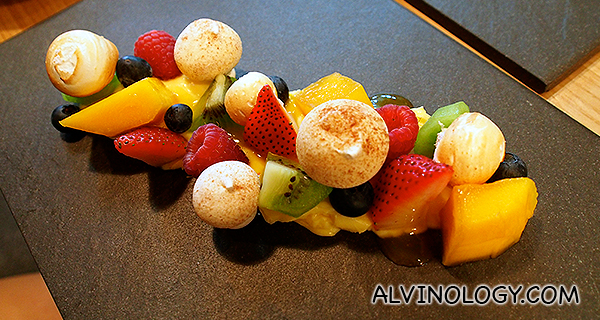 La Passion - Meringue, passionfruit, fresh fruits (S$14)