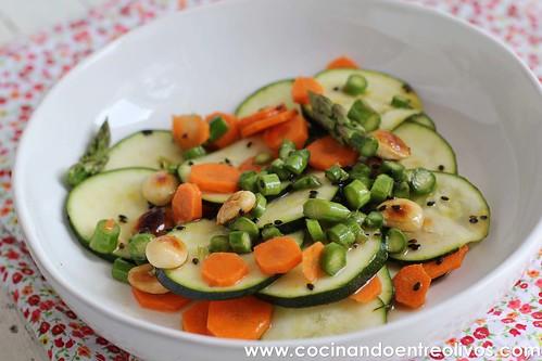 Ensalada de calabacín, espárragos y zanahoria www.cocinandoentreolivos (14)
