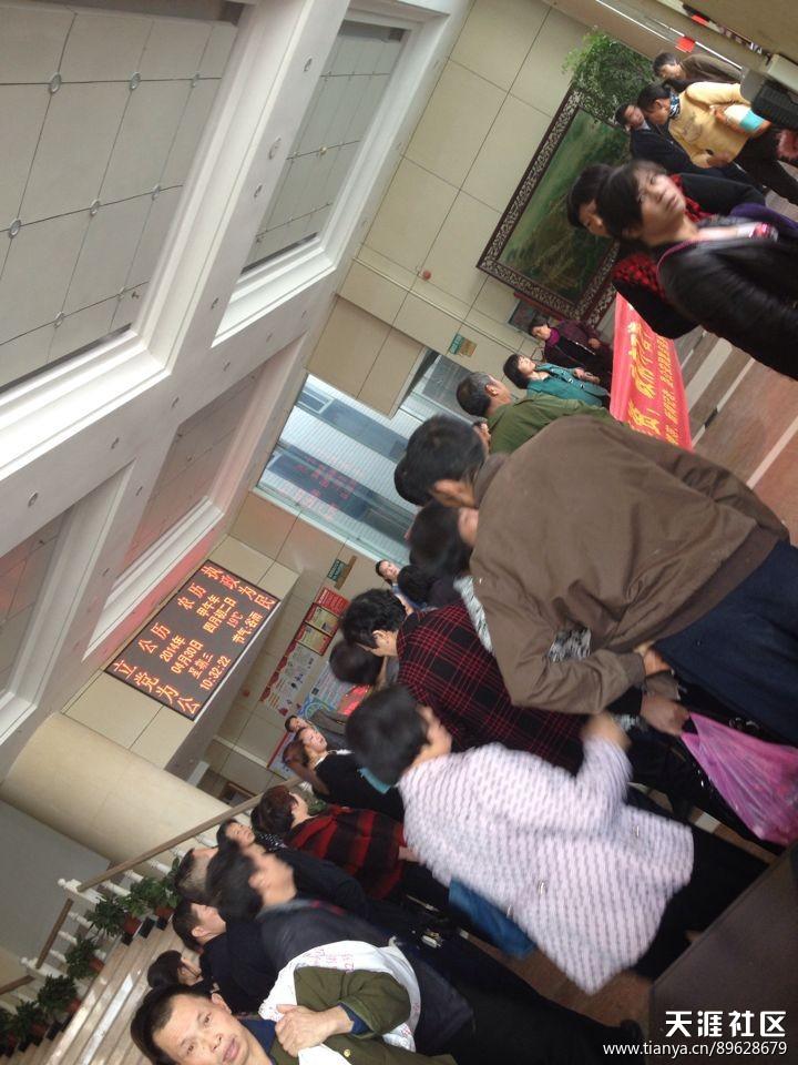 新化县因伍助前案数百受害村民到县政府维权