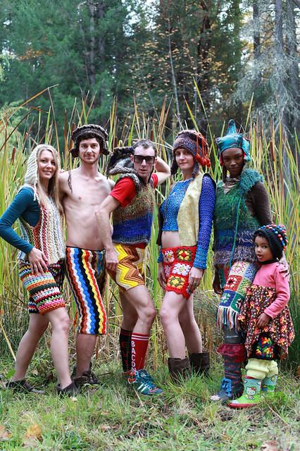 Thời trang quần đan móc từ chăn mền