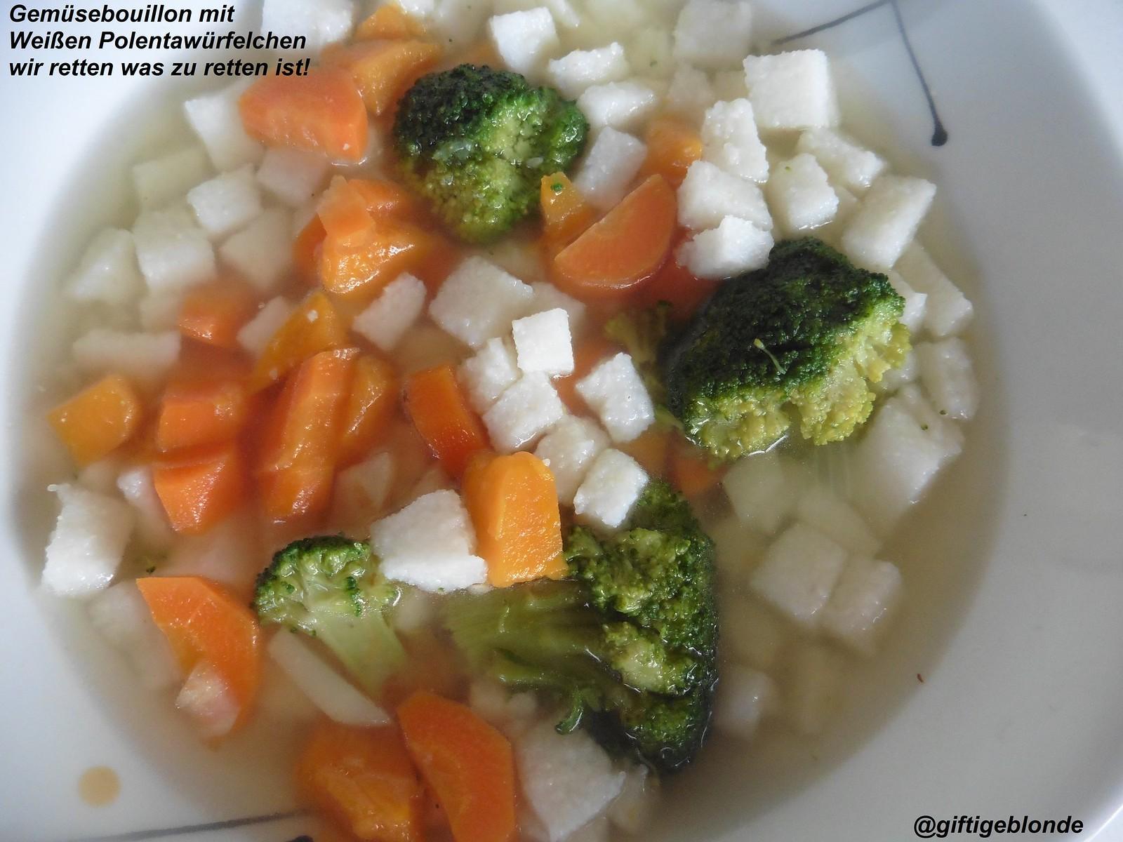 Gemüsebouillon mit Würfelchen aus weißem Polenta