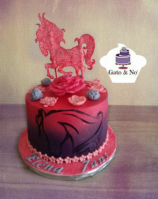 Cake by Noemie Moors