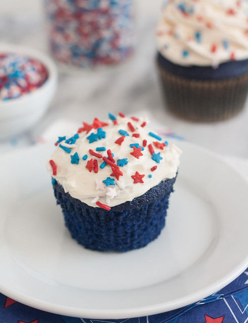 Blue Velvet Cupcakes with Easy Vanilla Buttercream