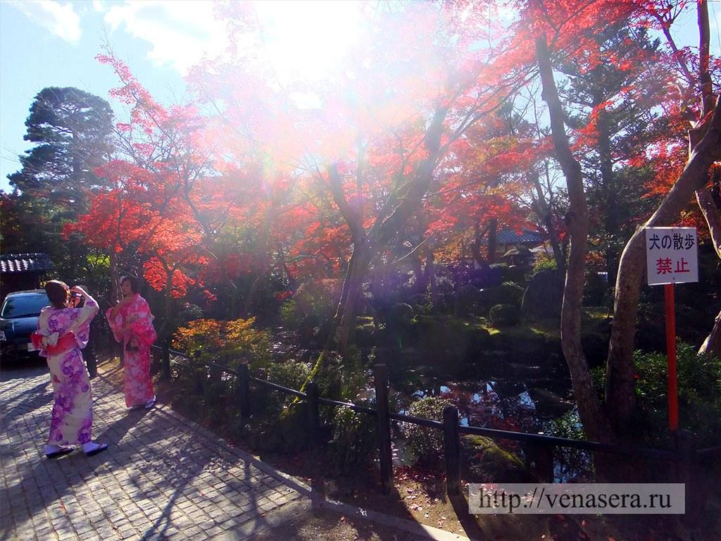 У подножья храма Киёмидзудэра