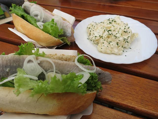 Fischbrochten and potato salad