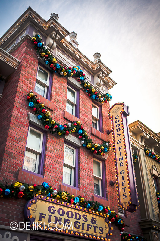 HKDL - Main Street USA Christmas Town - Goods & Fine Gifts