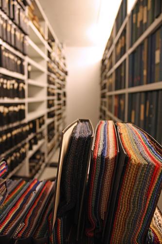 YFA-arkivet med många års tygprover.