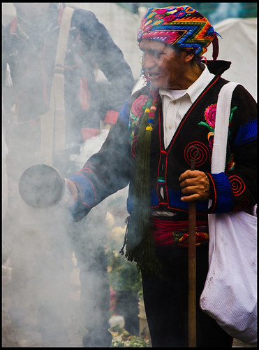 Guillén Pérez's photo of a modern Maya performing an ancient ceremony.