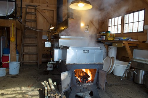 boiling distanthillgardens evaporating evaporator fire gravityfeed makingmaplesyrup maple maplesyrup maplesyrupmaking newengland newhampshire nh saphouse signsofspring spring steam sugarhouse sugaring syrup syrupmaking traditions walpolenewhampshire walpolenh woodfired woodfiredevaporator