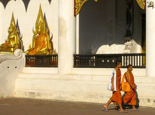 Monjes en Wat Chedi Luang