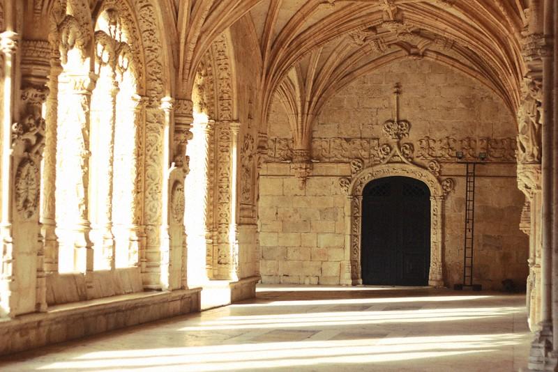 jeronimos monastery arcade
