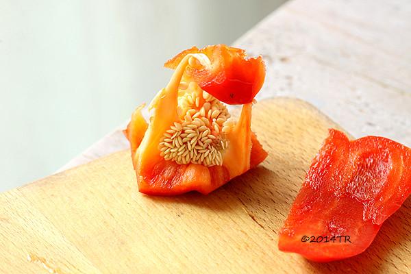 不沾手!輕鬆去掉甜椒籽(加碼幫甜椒去皮)-20140512