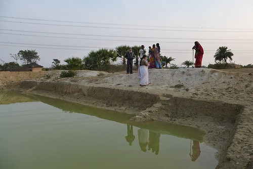 The Magadh Jal Jamaat and the people of Gobariya gather near their pond.