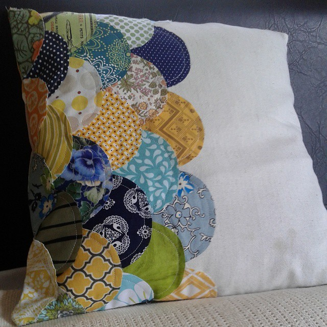 Clamshell pillow #curvesclass #stitchedincolor