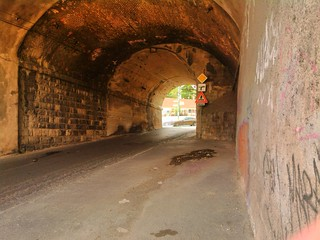Ohydny tunel przy dworcu kolejowym