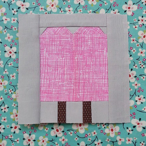 Summer Sampler Sew Along sneak peek!  Loving this new paper piecing thread from Coats and Clark! @coatsandclark Summer Sampler Sew Along starts monday on my blog.
