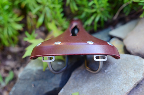 Rivet Pearl Saddle