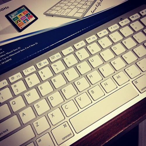 Appleそっくりの中国製Bluetoothキーボードきたよw