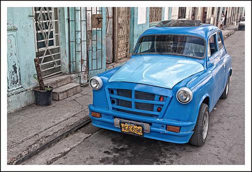 blauwe auto by hans van egdom