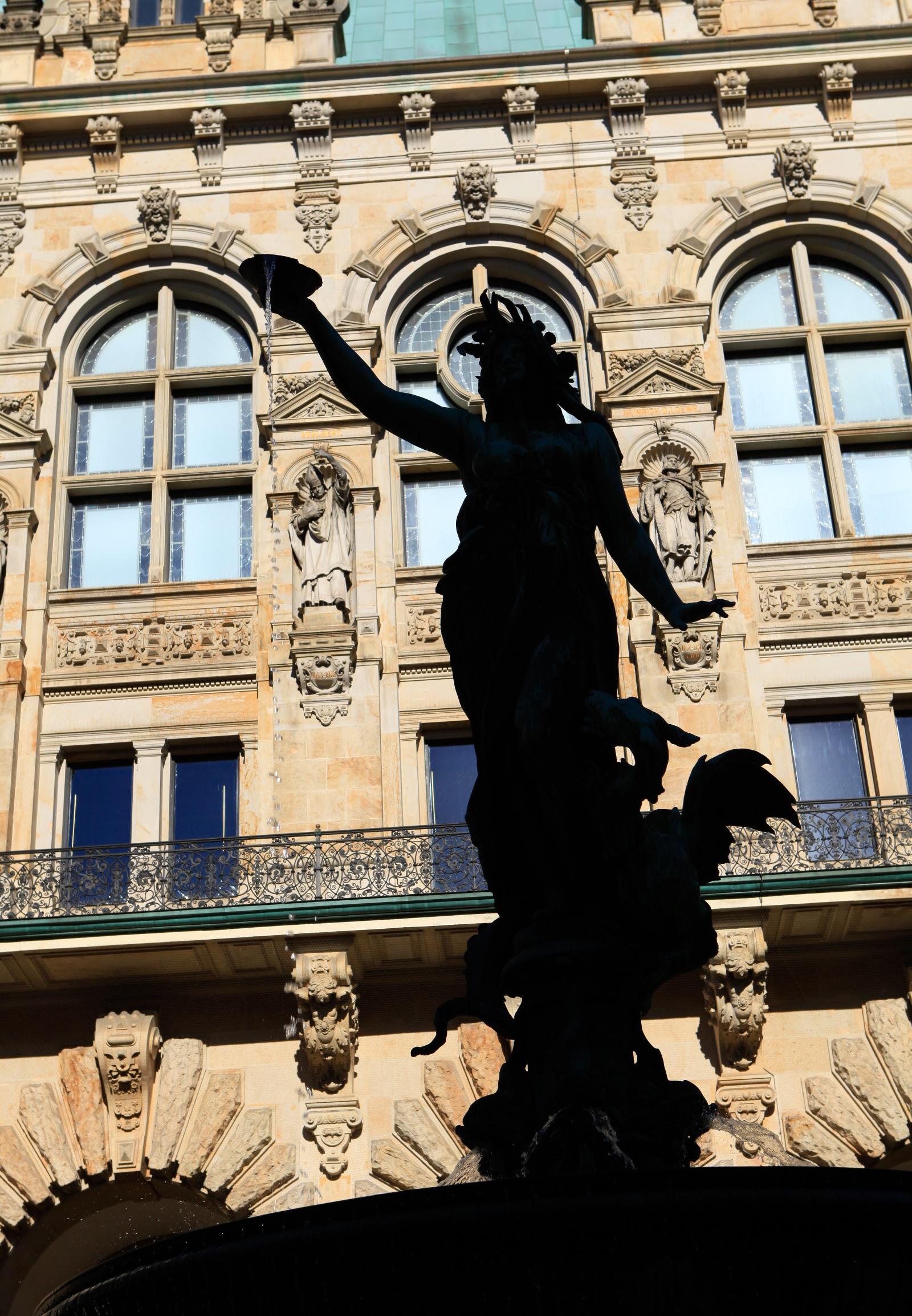 市政廳的噴水雕像