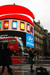 Guide to taking photos at Piccadilly Circus in the Rain ...