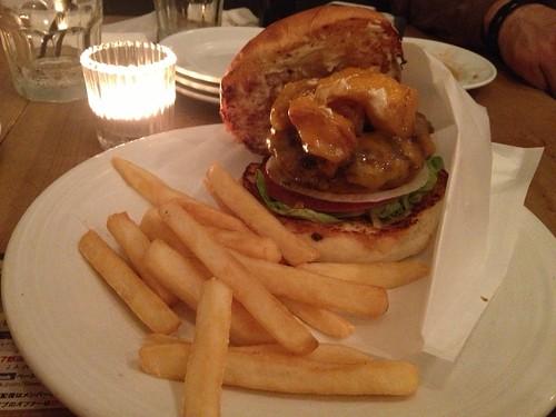 マンスリーバーガーのアップルシナモンバーガー@Burger Mania 広尾