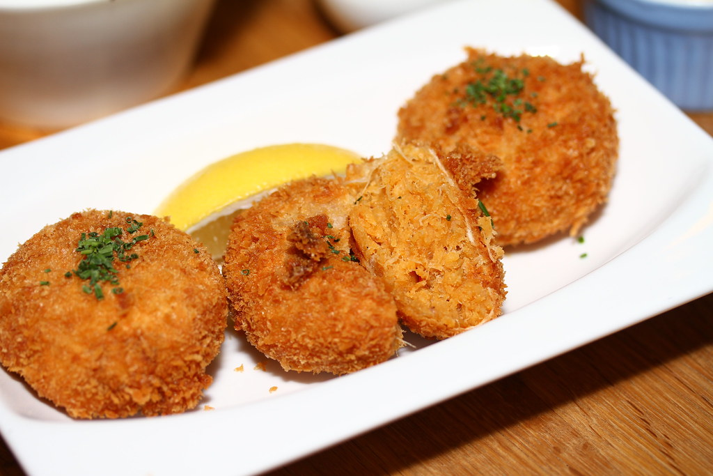 Platypus Kitchen at Bugis Junction: Maryland-style crab fritters