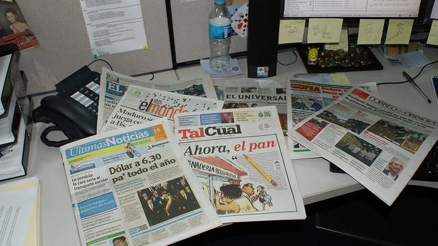 Diarios editados en Caracas, como otros en la provincia venezolana, sufren una escasez de papel que amenaza su circulación en días o semanas. Crédito: Humberto Márquez/IPS