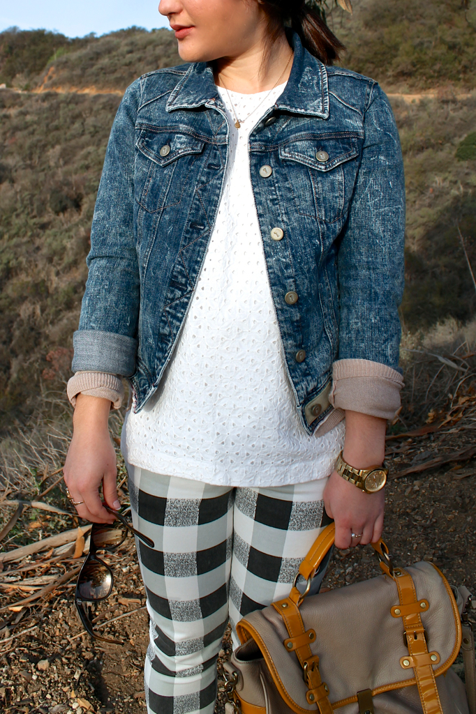 acid wash denim jacket outfit idea