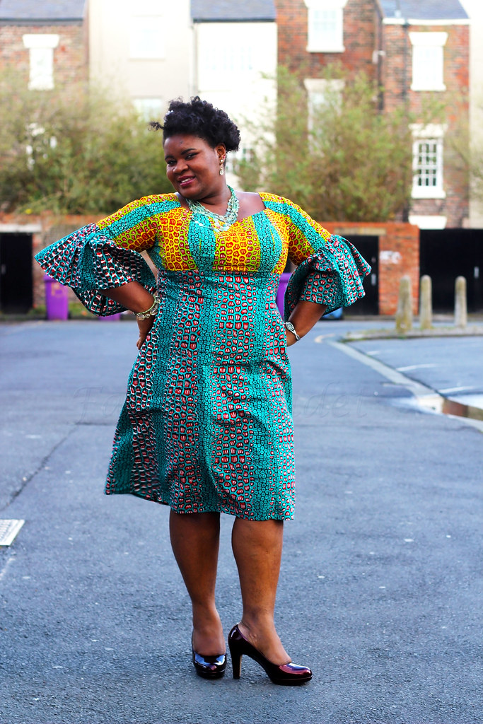 How-to-dress-a-curvy-figure-kitenge-dress,ghanaian style, ghanaian dress style, Kitenge shift dress with flared sleeves, Bell sleeves kitenge dress, bell sleeves dresses, Flared Sleeve Shift Dress, Flared Sleeve Shift kitenge Dress, Flared sleeve swing dress, Flared Sleeve ankara Shift Dress, African print shift dress, african kitenge