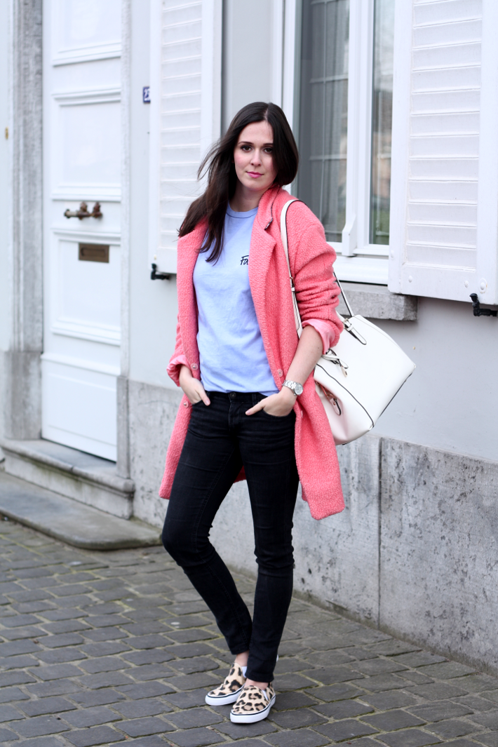outfit pink coat leopard slip ons