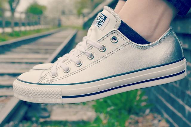 silver converse 2