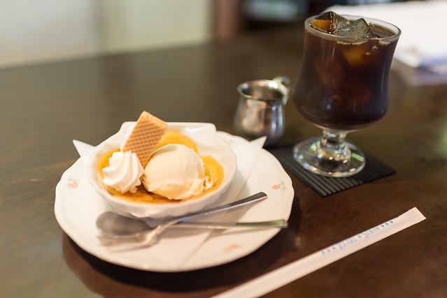 万茶ン 焼きリンゴのアイスクリーム添えとアイスコーヒー