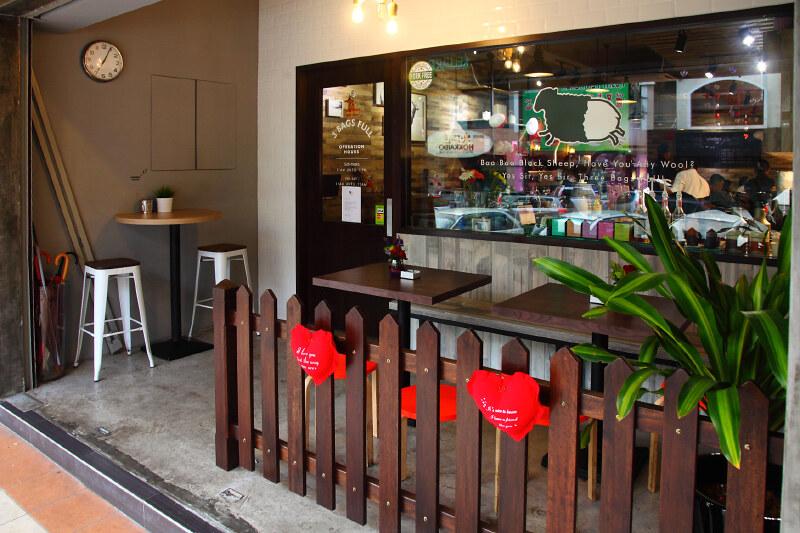 3-Bags-Full-Cafe