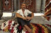 Buchara, Teppichverkäufer im Kuppelbazar. Foto: Bruno Baumann.