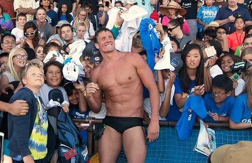 Ryan Lochte signs autographs