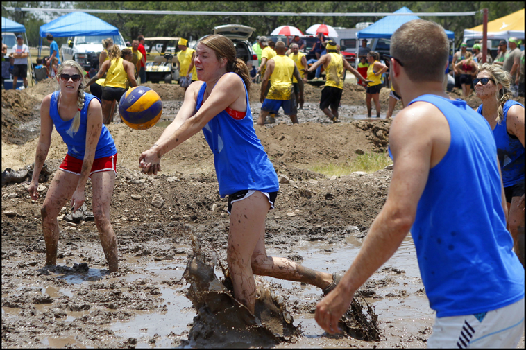 MudVolleyball08