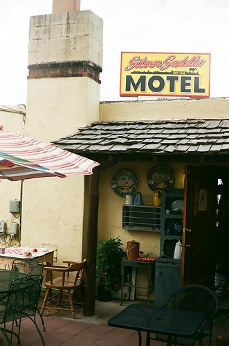 santa fe silver saddle motel courtyard