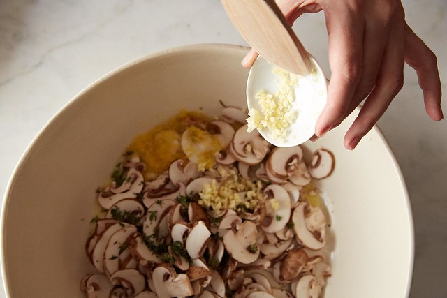 ... Nigella Lawson's Linguine with Lemon, Garlic, and Thyme Mushrooms