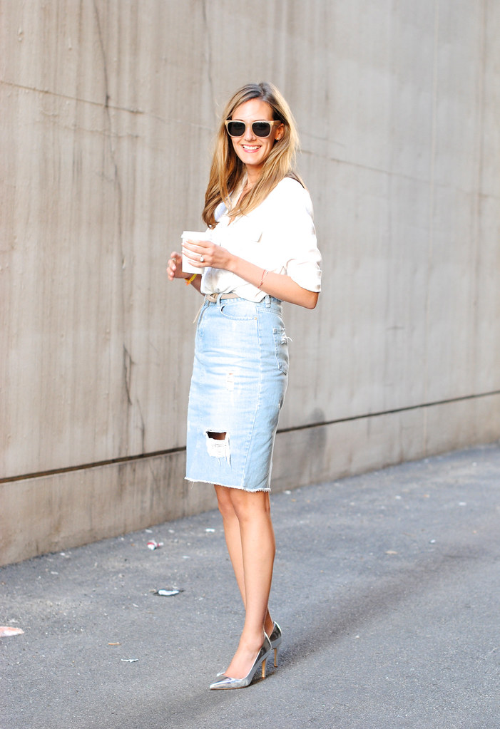 How to Select a Denim Pencil Skirt