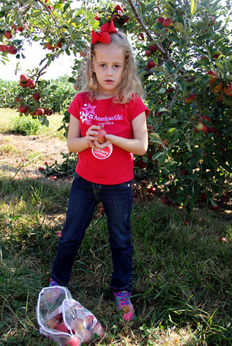 Apple_Serious-holding-apple